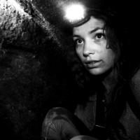 Assim na Terra Como no Inferno, Terror: câmera na mão, alquimia e claustrofobia.